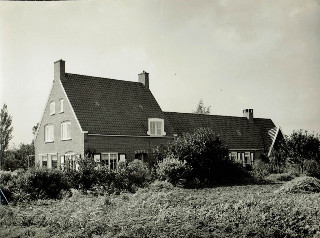 The house in Drieborg with the multi-functional building attached to it at the rear